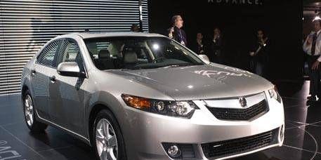 Mode of transport, Vehicle, Event, Land vehicle, Automotive mirror, Car, Glass, Automotive lighting, Technology, Headlamp,