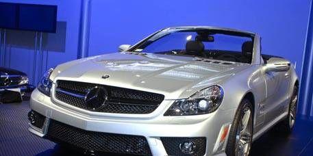 Automotive design, Vehicle, Automotive lighting, Hood, Land vehicle, Headlamp, Grille, Car, Automotive exterior, Personal luxury car,