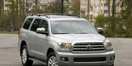 Motor vehicle, Tire, Wheel, Automotive mirror, Daytime, Vehicle, Automotive tire, Glass, Land vehicle, Transport,