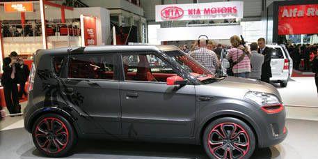 Motor vehicle, Tire, Automotive design, Car, Alloy wheel, Vehicle door, Automotive mirror, Rim, Bumper, Auto show,