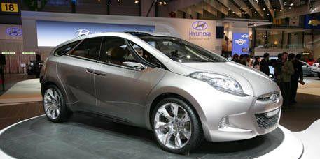 Motor vehicle, Wheel, Tire, Mode of transport, Automotive design, Vehicle, Transport, Land vehicle, Car, Automotive mirror,