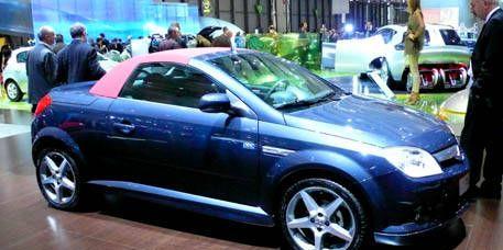 Tire, Wheel, Motor vehicle, Automotive design, Vehicle, Land vehicle, Car, Automotive wheel system, Alloy wheel, Rim,