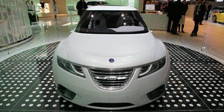 Mode of transport, Automotive design, Vehicle, Product, Event, Land vehicle, Transport, Car, Grille, Glass,