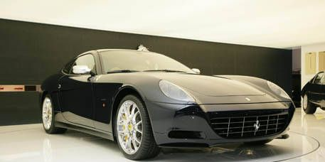 Tire, Motor vehicle, Mode of transport, Automotive design, Vehicle, Transport, Land vehicle, Automotive mirror, Rim, Automotive lighting,