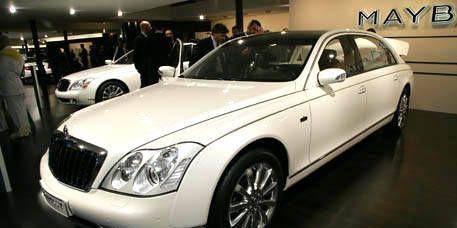 Tire, Mode of transport, Land vehicle, Vehicle, Transport, Automotive design, Automotive lighting, Headlamp, Car, Grille,