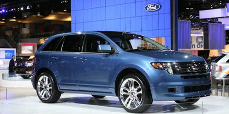 Motor vehicle, Tire, Wheel, Mode of transport, Automotive design, Transport, Vehicle, Automotive mirror, Land vehicle, Car,