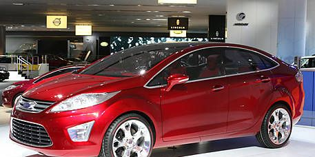 Wheel, Motor vehicle, Tire, Automotive design, Mode of transport, Vehicle, Event, Car, Grille, Headlamp,