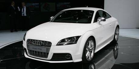 Tire, Wheel, Automotive design, Automotive mirror, Vehicle, Event, Land vehicle, Grille, Car, Headlamp,