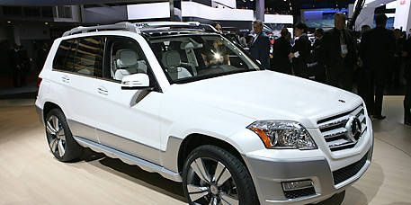 Tire, Wheel, Vehicle, Land vehicle, Automotive tire, Car, Automotive design, Rim, Grille, Glass,