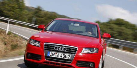 Motor vehicle, Road, Mode of transport, Automotive design, Automotive mirror, Vehicle, Vehicle registration plate, Transport, Automotive lighting, Headlamp,