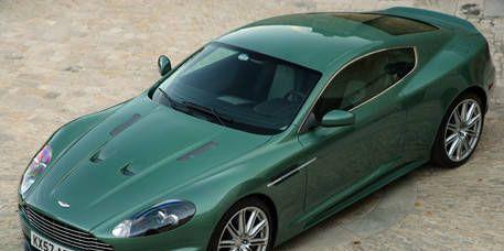 Motor vehicle, Tire, Wheel, Mode of transport, Automotive design, Vehicle, Transport, Automotive tire, Rim, Car,
