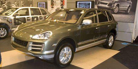 Tire, Wheel, Motor vehicle, Mode of transport, Automotive design, Vehicle, Land vehicle, Automotive tire, Automotive mirror, Alloy wheel,