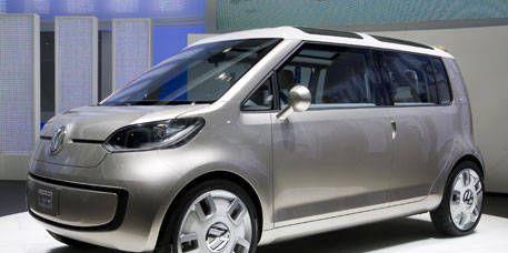 Tire, Motor vehicle, Wheel, Automotive mirror, Mode of transport, Automotive design, Vehicle, Transport, Land vehicle, Car,