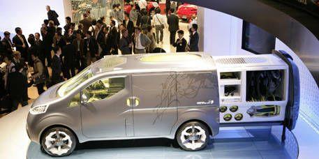 Motor vehicle, Wheel, Mode of transport, Automotive design, Vehicle, Transport, Vehicle door, Car, Automotive mirror, Automotive wheel system,