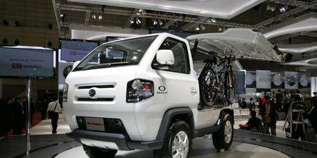 Motor vehicle, Wheel, Mode of transport, Automotive design, Vehicle, Automotive tire, Rim, Alloy wheel, Fender, Automotive lighting,