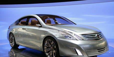 Mode of transport, Automotive mirror, Automotive design, Vehicle, Transport, Land vehicle, Automotive lighting, Car, Glass, Hood,