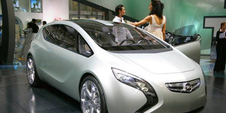Clothing, Motor vehicle, Mode of transport, Automotive design, Vehicle, Transport, Event, Automotive mirror, Land vehicle, Car,