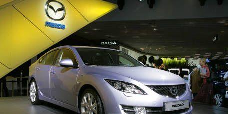 Motor vehicle, Mode of transport, Transport, Vehicle, Automotive design, Land vehicle, Automotive mirror, Glass, Car, Automotive lighting,
