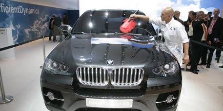 Motor vehicle, Mode of transport, Automotive design, Vehicle, Event, Land vehicle, Vehicle registration plate, Grille, Car, Automotive exterior,