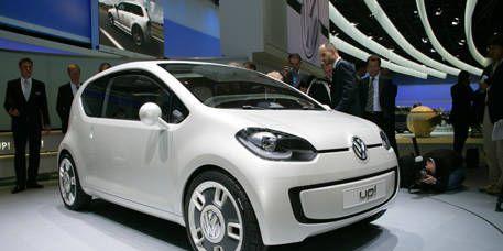 Motor vehicle, Mode of transport, Automotive design, Vehicle, Automotive mirror, Car, Transport, Automotive wheel system, Alloy wheel, Hatchback,