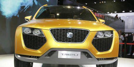 Motor vehicle, Mode of transport, Automotive design, Yellow, Vehicle, Grille, Event, Transport, Hood, Car,