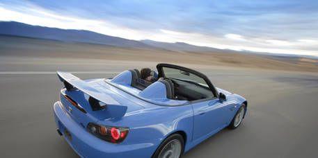 Tire, Wheel, Mode of transport, Nature, Automotive design, Natural environment, Vehicle, Automotive exterior, Car, Landscape,