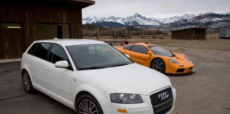 Tire, Motor vehicle, Wheel, Mode of transport, Automotive design, Automotive mirror, Vehicle, Transport, Land vehicle, Headlamp,