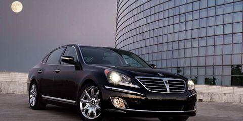Tire, Automotive design, Vehicle, Land vehicle, Automotive lighting, Grille, Car, Headlamp, Rim, Automotive parking light,