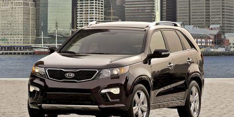 Tire, Motor vehicle, Wheel, Mode of transport, Automotive mirror, Automotive tire, Vehicle, Glass, Automotive exterior, Headlamp,