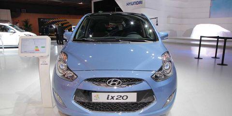 Motor vehicle, Automotive design, Land vehicle, Vehicle, Headlamp, Grille, Car, Automotive lighting, Hood, Automotive mirror,