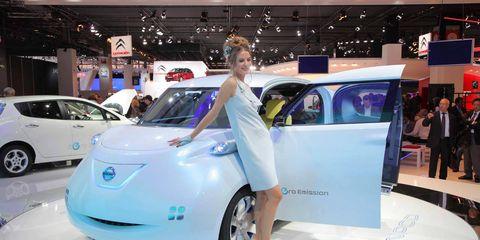 Automotive design, Event, Land vehicle, Vehicle, Car, Auto show, Exhibition, Fashion, Car dealership, Compact car,