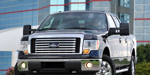 Tire, Motor vehicle, Wheel, Automotive tire, Vehicle, Automotive exterior, Automotive design, Automotive lighting, Glass, Land vehicle,