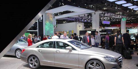Tire, Wheel, Automotive design, Vehicle, Land vehicle, Alloy wheel, Car, Personal luxury car, Spoke, Automotive wheel system,