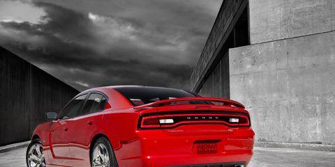 Tire, Motor vehicle, Wheel, Automotive design, Automotive tire, Automotive tail & brake light, Vehicle, Automotive lighting, Transport, Car,