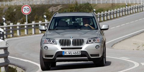 Motor vehicle, Road, Tire, Mode of transport, Automotive mirror, Vehicle, Product, Vehicle registration plate, Automotive lighting, Headlamp,