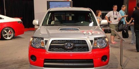 Motor vehicle, Automotive design, Vehicle, Automotive lighting, Headlamp, Land vehicle, Hood, Grille, Automotive exterior, Car,