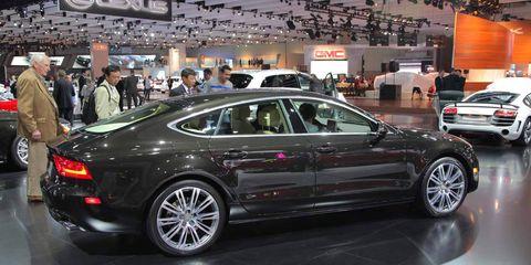 Tire, Wheel, Automotive design, Land vehicle, Vehicle, Car, Alloy wheel, Automotive wheel system, Rim, Spoke,