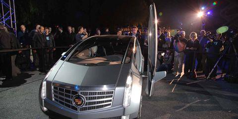 Automotive design, Vehicle, Grille, Car, Headlamp, Luxury vehicle, Personal luxury car, Auto show, Exhibition, Bumper,