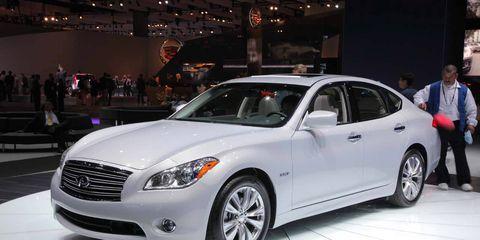 Tire, Wheel, Automotive design, Vehicle, Land vehicle, Headlamp, Car, Automotive lighting, Rim, Automotive tire,