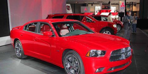 Tire, Wheel, Motor vehicle, Automotive design, Vehicle, Land vehicle, Automotive tire, Car, Red, Hood,