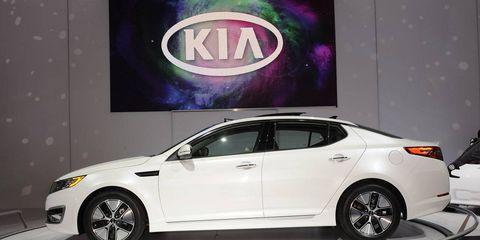 Tire, Wheel, Automotive design, Vehicle, Car, Mid-size car, Full-size car, Automotive tire, Alloy wheel, Logo,