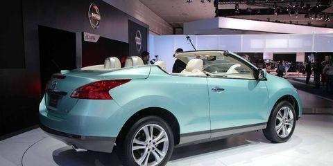 Tire, Wheel, Motor vehicle, Automotive design, Vehicle, Product, Land vehicle, Automotive tire, Automotive lighting, Car,