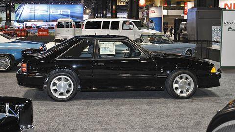 Tire, Wheel, Vehicle, Land vehicle, Automotive design, Car, Automotive tire, Rim, Automotive parking light, Alloy wheel,