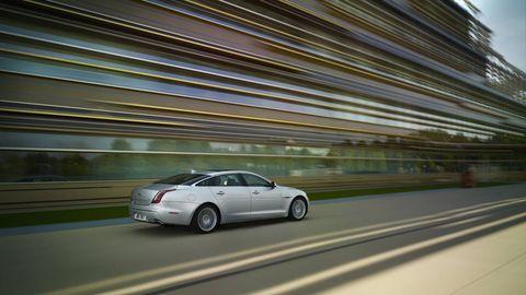 Mode of transport, Automotive design, Vehicle, Road, Land vehicle, Infrastructure, Transport, Car, Automotive parking light, Rim,