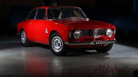 Tire, Wheel, Vehicle, Automotive design, Land vehicle, Automotive lighting, Headlamp, Classic car, Car, Red,