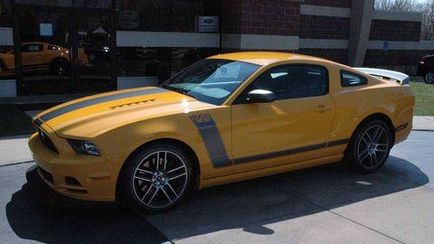 Tire, Motor vehicle, Wheel, Automotive tire, Yellow, Vehicle, Automotive design, Hood, Land vehicle, Rim,