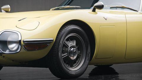 Tire, Wheel, Motor vehicle, Mode of transport, Automotive tire, Automotive design, Yellow, Vehicle, Automotive wheel system, Land vehicle,