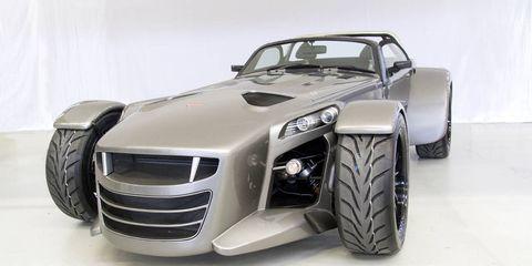Tire, Motor vehicle, Wheel, Automotive design, Automotive tire, Automotive exterior, Vehicle, Automotive wheel system, Grille, Hood,