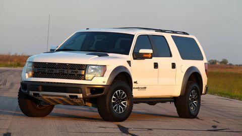 Tire, Wheel, Motor vehicle, Automotive tire, Automotive design, Vehicle, Natural environment, Automotive exterior, Hood, Land vehicle,