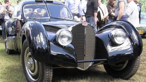 Tire, Motor vehicle, Wheel, Mode of transport, Automotive design, Vehicle, Land vehicle, Automotive tire, Transport, Classic car,